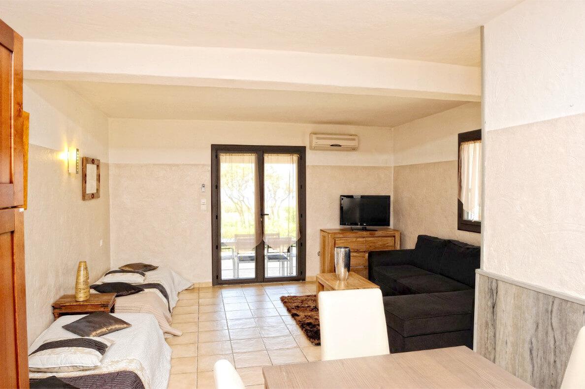 aria-marina-appartement-2-chambres-jardin-vue-mer-01